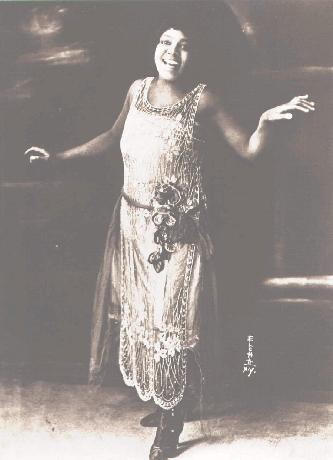 Bessie Smith: Down Hearted Blues, I've been mistreated and I don't like it, What's the matter now - singer extraordinaire